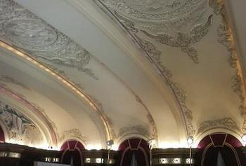 20110113-たまには外食-ホテルニューグランドにて-天井のレリーフ02.jpeg