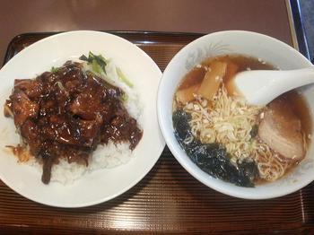 20110821-たまには外食-セルテの三熙(さんき)で角煮丼定食-全景-980円ぐらい.jpeg