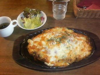 20120605-たまには外食-10年ぶりのホフフロウで名物ピザスパ-全景-800円.jpeg