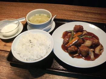 20130423-たまには外食-桜木町ワシントンホテルの青龍門で黒酢豚-全景.jpeg
