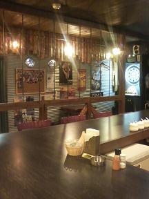 20100525-たまには外食-久しぶりにフーターズで安いカレー-01-店内.jpeg